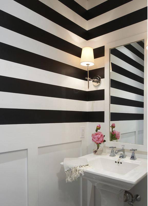 aseo decorado con un papel pintado de rayas horizontales - Papel Pintado Rayas Horizontales