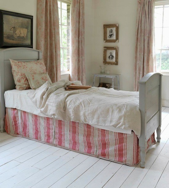 tienda online telas papel decorar con tela de rayas rojas. Black Bedroom Furniture Sets. Home Design Ideas