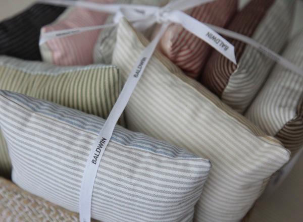 Telas para tapizar de guell lamadrid telas papel - Telas para tapizar online ...