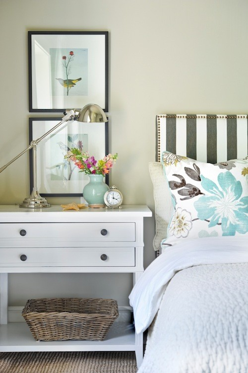 cabeceros-de-cama-tapizados-con-tela-de-rayas-grises