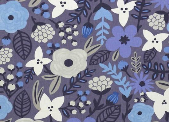 tela con flores en morados