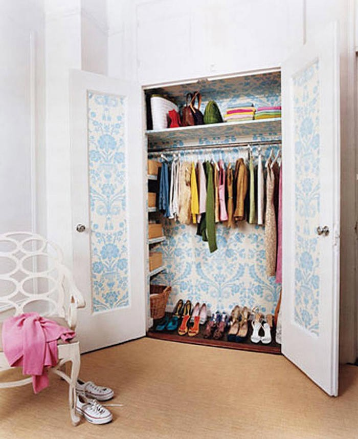decorar con papel pintado el armario