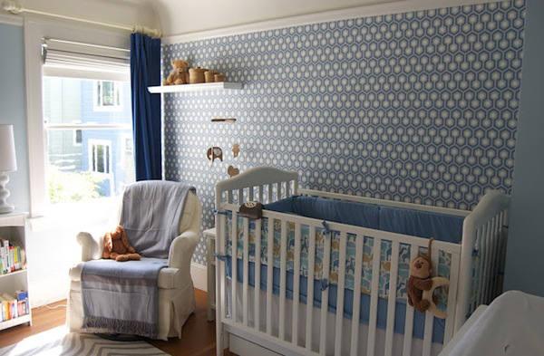 papel de hexagonos azul en dormitorio de bebe