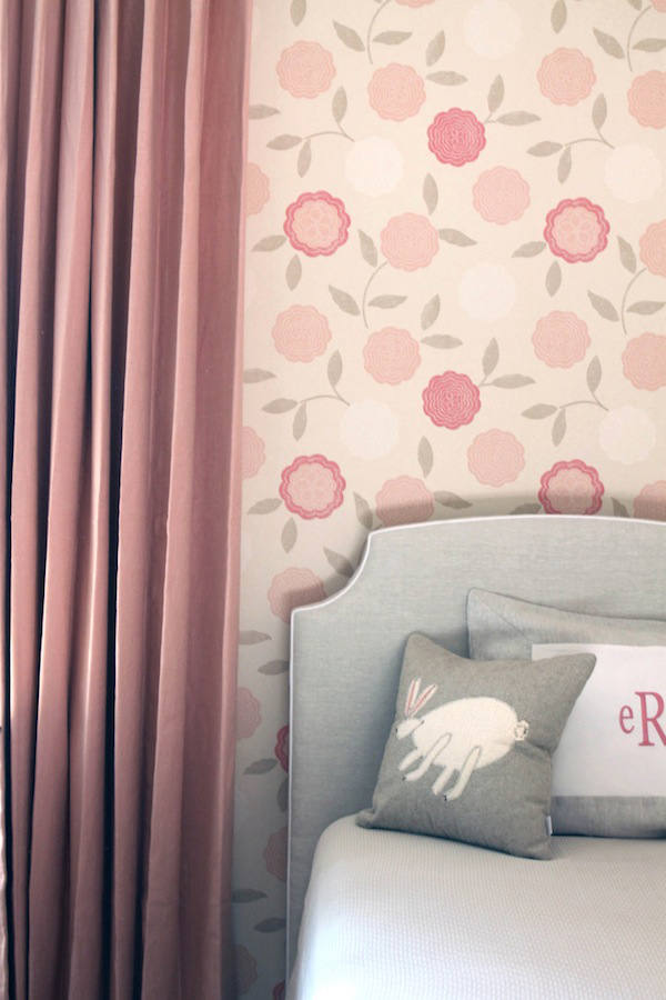 Eranthe papel pintado flores en tonos pastel telas for Papeles para empapelar dormitorios