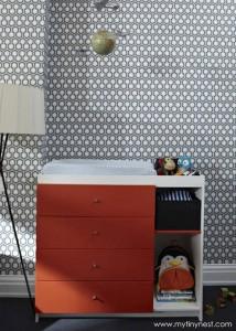 pared empapelada con papel pintado hexagonos en negro