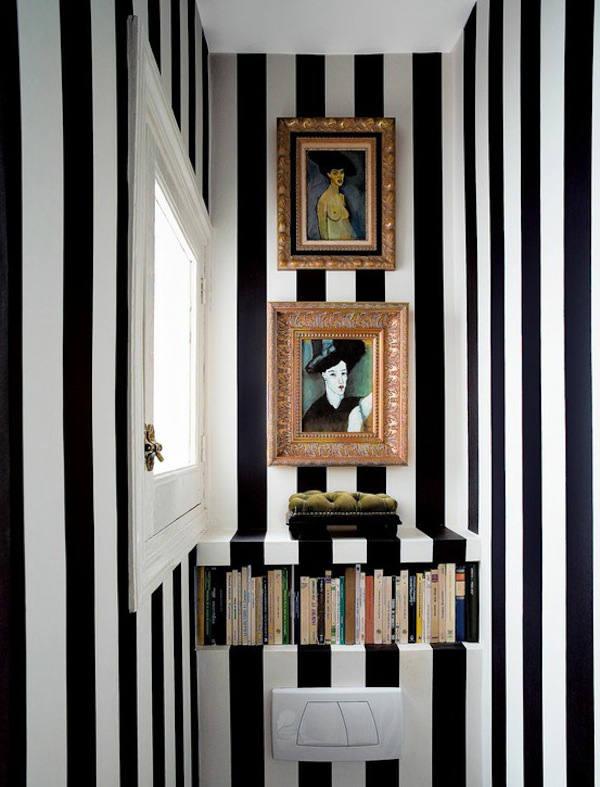 papel pintado rayas blancas y negras en aseo
