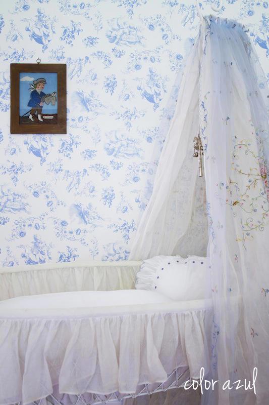 Tienda online telas papel papel pintado toile de jouy querubines color celeste - Papeles pintados bebe ...