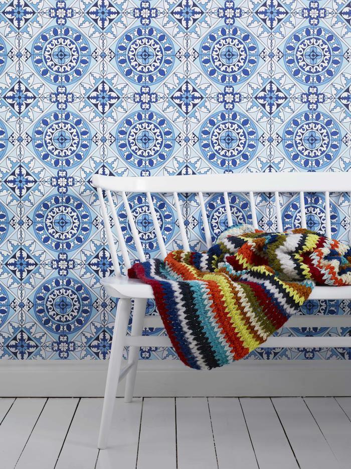 Una cocina con papel pintado mosaicos telas papel - Papel pintado mosaico ...