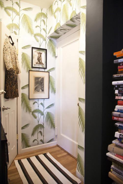 recibidor con papel pintado palmeras de cole and son - Papel Pintado Recibidor
