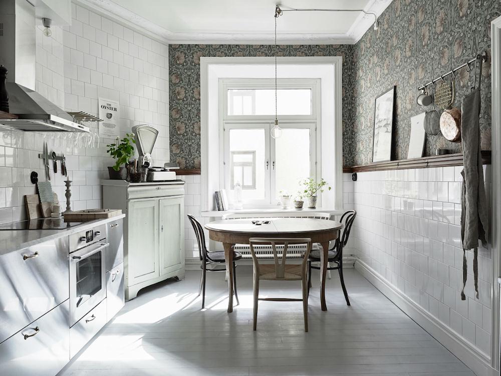 Tienda online telas papel una cocina empapelada con un - Papel de pared para cocina ...