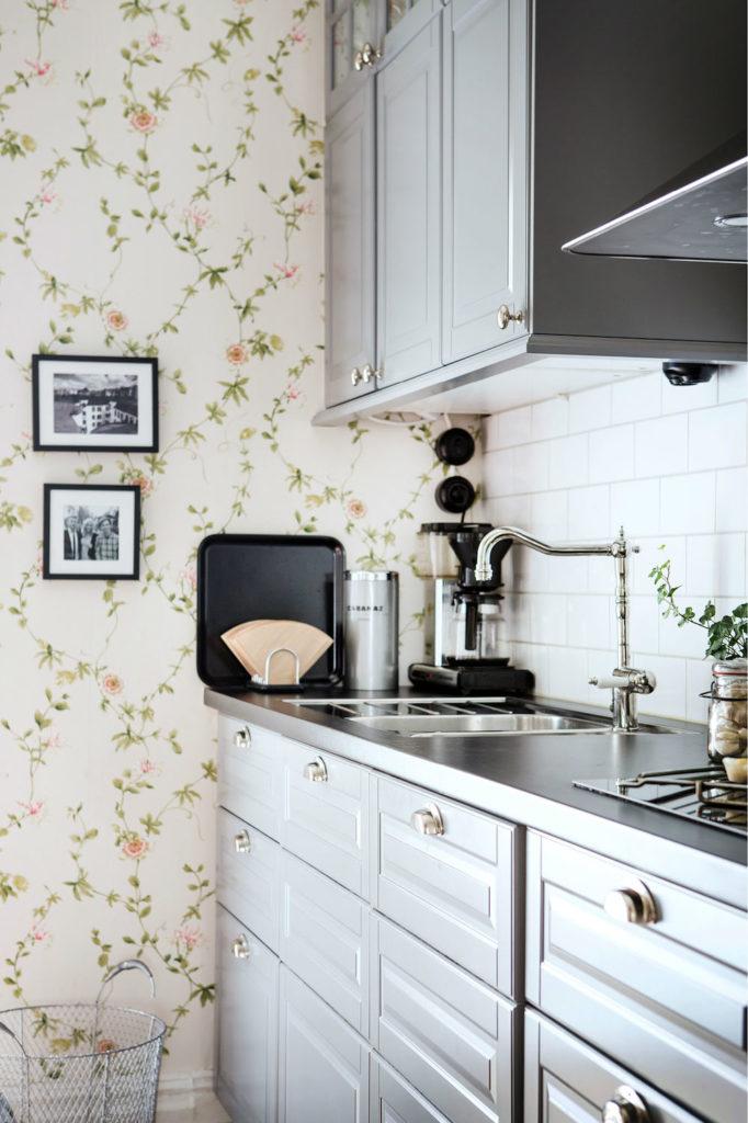 Tienda online telas papel una cocina empapelada con for Cocinas empapeladas