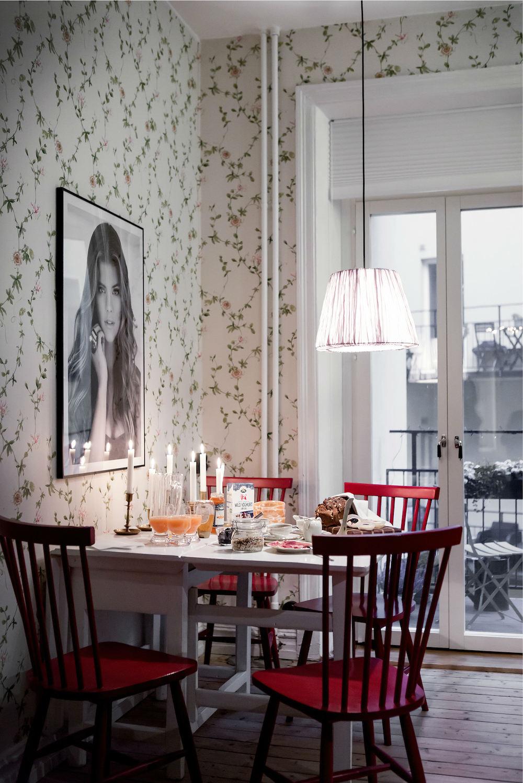 Tienda online telas papel una cocina empapelada con - Empapelar azulejos cocina ...