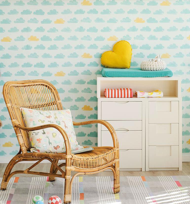 Tienda online telas papel un dormitorio decorado con nubes color menta - Como decorar un mueble con papel pintado ...