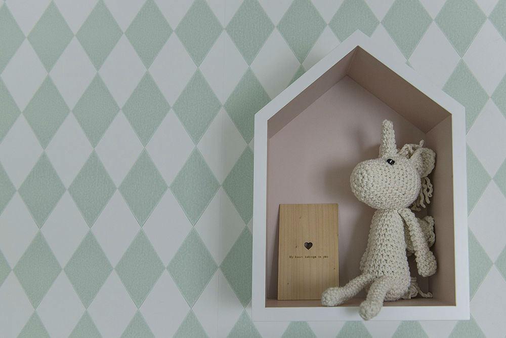 quieres decorar las paredes de su dormitorio con este papel de rombos color verde menta pues aqu lo tienes