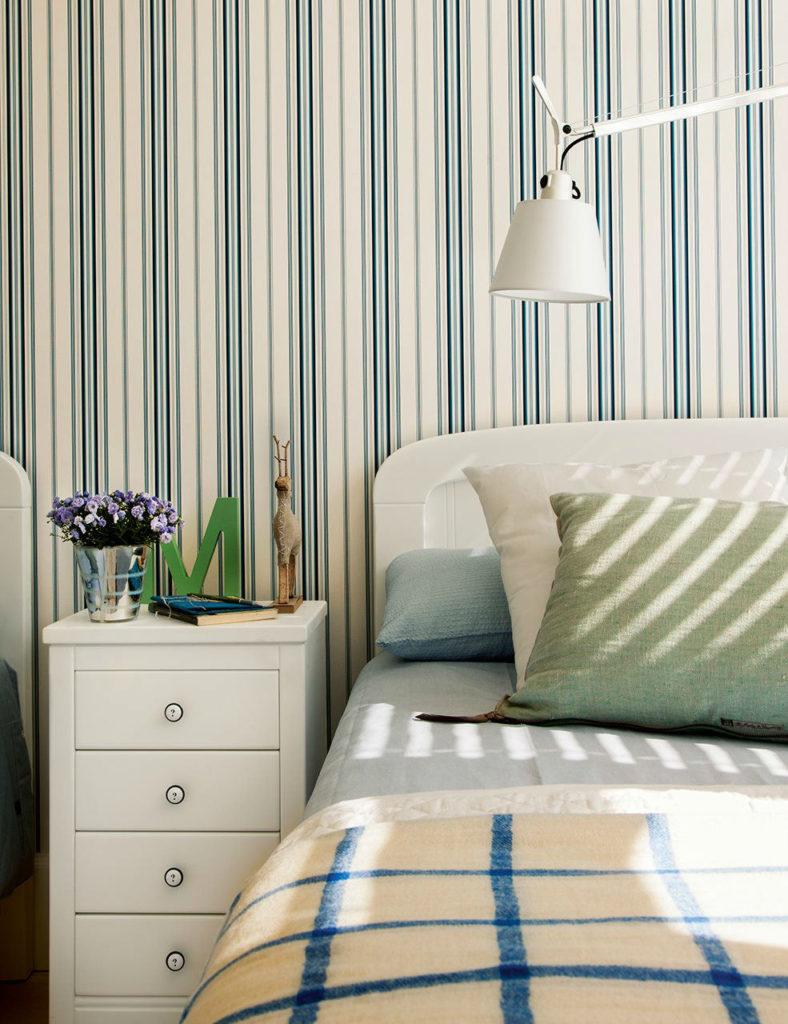 Dormitorios papel pintado latest decorar las paredes del - Dormitorios pintados a rayas ...