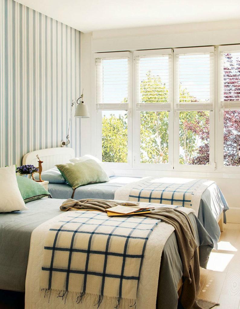 Tienda online telas papel estrena dormitorio con papel - Dormitorios pintados a rayas ...