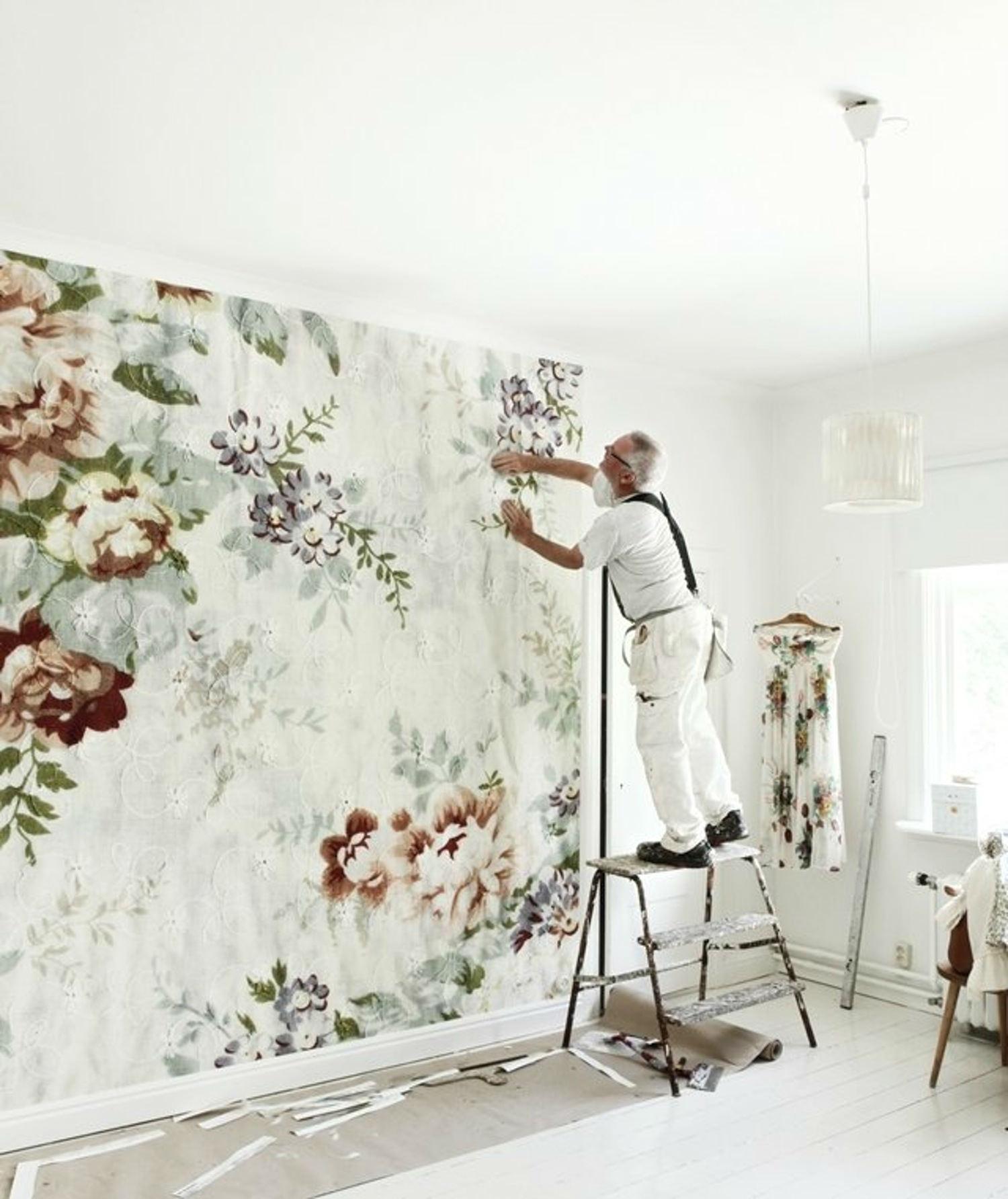 f1a89e772cd empapelar la pared con los nuevos papeles pintados es super fácil