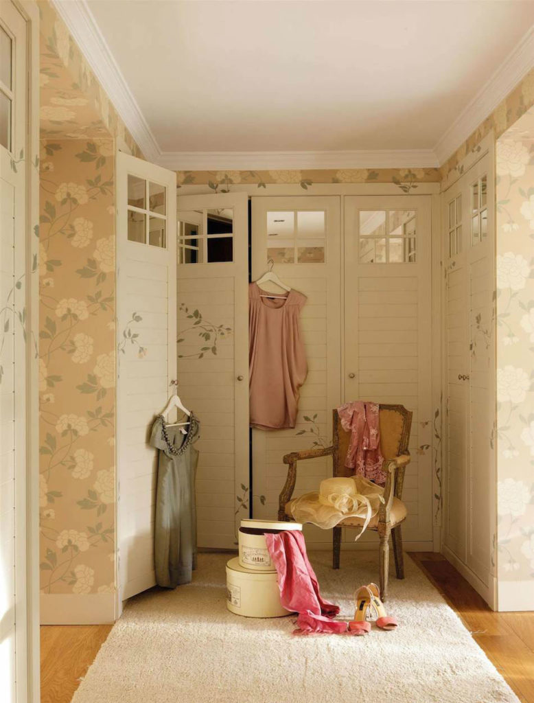 Tienda online telas papel un vestidor con papel de flores - Papel pintado para puertas ...